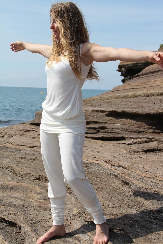 Pantalon yoga Ong coton lycra 39€ Débardeur bambou 24€
